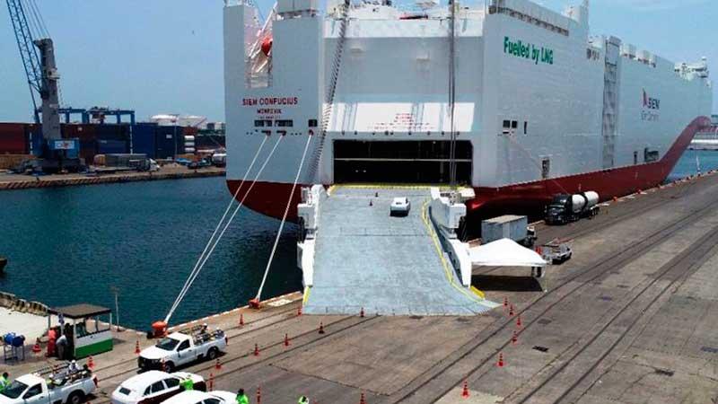 Puerto de Veracruz recibe al buque Ro-Ro más grande del mundo