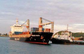 Arribó a Salina Cruz barco con rieles para el Ferrocarril del Istmo